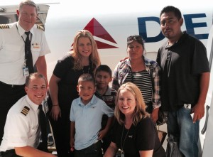 SkyWest crew with the family.